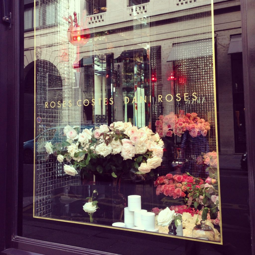 One of my favorite flower boutiques in Paris - all roses!